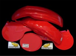 1980 CR250 Plastic fender kit in red, incl. front number  plate and decals.